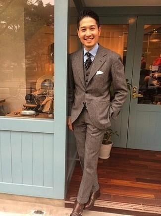 Gürtel kombinieren – 500+ Herren Outfits: Erwägen Sie das Tragen von einem braunen Wolldreiteiler und einem Gürtel für ein sonntägliches Mittagessen mit Freunden. Fühlen Sie sich ideenreich? Vervollständigen Sie Ihr Outfit mit braunen Doppelmonks aus Leder.