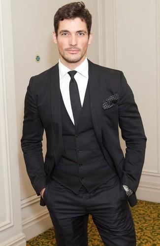 David Gandy trägt Schwarzer Dreiteiler, Weißes Businesshemd, Schwarze Krawatte, Schwarzes und weißes gepunktetes Einstecktuch