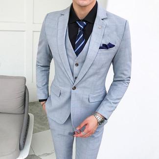 Dunkelblaue horizontal gestreifte Krawatte kombinieren: trends 2020: Paaren Sie einen hellblauen Dreiteiler mit Karomuster mit einer dunkelblauen horizontal gestreiften Krawatte für einen stilvollen, eleganten Look.