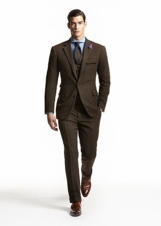 Hellblaues Businesshemd kombinieren – 1200+ Herren Outfits: Vereinigen Sie ein hellblaues Businesshemd mit einem dunkelbraunen Wolldreiteiler, um vor Klasse und Perfektion zu strotzen. Wenn Sie nicht durch und durch formal auftreten möchten, entscheiden Sie sich für dunkelbraunen Monks aus Leder.