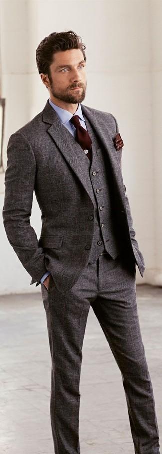 Wie kombinieren: grauer Wolldreiteiler, hellblaues Businesshemd, dunkelbraune Krawatte, dunkelbraunes bedrucktes Einstecktuch