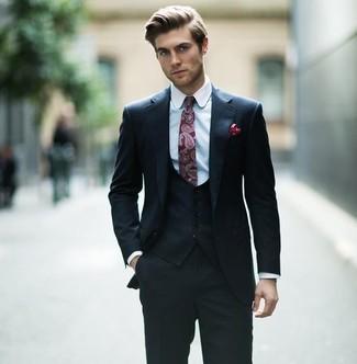 Wie kombinieren: schwarzer Dreiteiler, hellblaues Businesshemd, dunkelrote Krawatte mit Paisley-Muster, dunkelrotes gepunktetes Einstecktuch