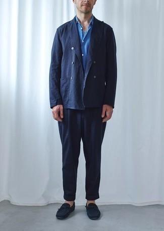 Mokassins kombinieren – 276 Herren Outfits: Kombinieren Sie einen dunkelblauen Anzug mit einem blauen Kurzarmhemd für einen stilvollen, eleganten Look. Wenn Sie nicht durch und durch formal auftreten möchten, komplettieren Sie Ihr Outfit mit Mokassins.