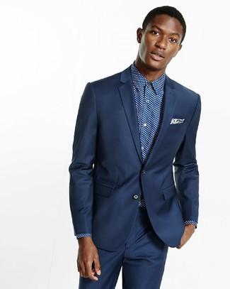 Herren Outfits & Modetrends: Erwägen Sie das Tragen von einem dunkelblauen Anzug und einem dunkelblauen und weißen gepunkteten Businesshemd für einen stilvollen, eleganten Look.
