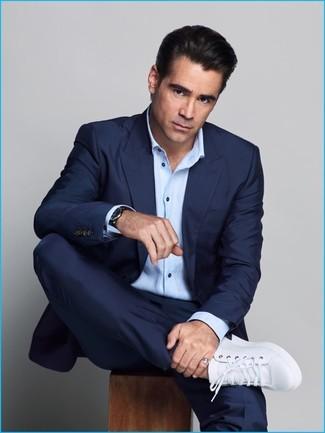 Dunkelblauer anzug hellblaues langarmhemd weisse leder niedrige sneakers large 20127