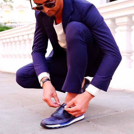 Sneakers auf anzug