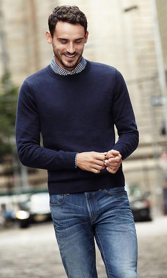 dunkelblauer Pullover mit einem Rundhalsausschnitt von Brax