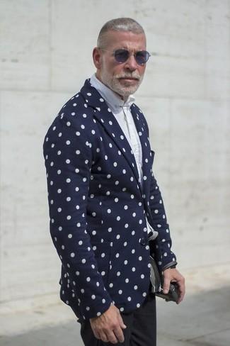 Schwarze hose dunkelblaues shirt