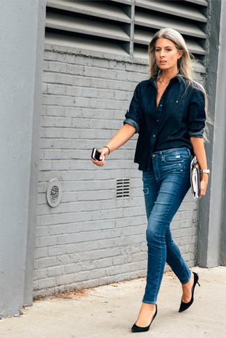 blaue enge Jeans mit Destroyed-Effekten von Junarose