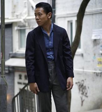 Wie kombinieren: dunkelblaues Sakko, blaues Chambray Langarmhemd, dunkelgraue Anzughose