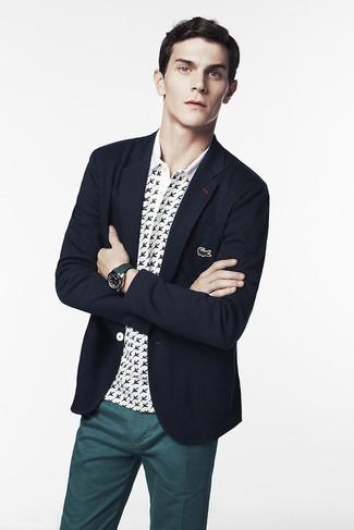 Wie kombinieren: dunkelblaues Sakko, weißes und schwarzes bedrucktes Polohemd, dunkeltürkise Chinohose