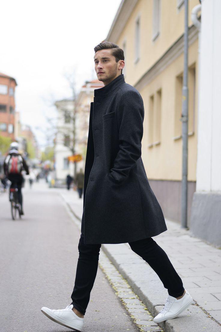 Außergewöhnlich Grauer Mantel Kombinieren Sammlung Von Stechen Sie Unter Anderen Sten Menschen Hervor