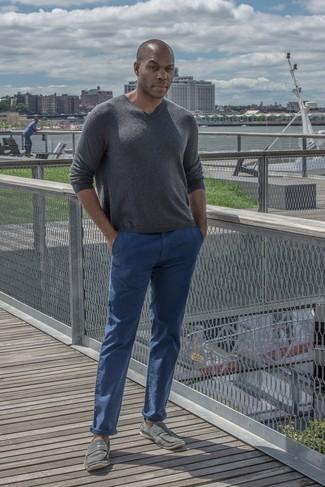 dunkelgrauer Pullover mit einem V-Ausschnitt von Maerz