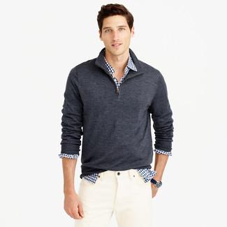 Dunkelgrauer Pullover mit Reißverschluss am Kragen, Weißes und dunkelblaues Langarmhemd mit Vichy-Muster, Weiße Jeans für Herren