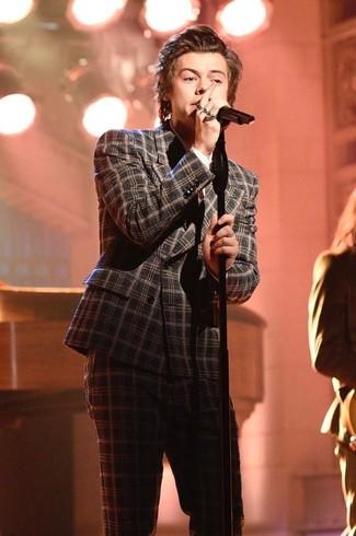 Harry Styles trägt Dunkelgrauer Wollanzug mit Schottenmuster, Weißes Businesshemd