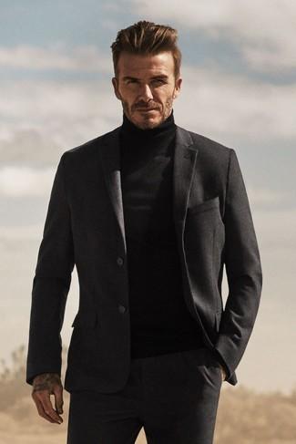 David Beckham trägt Dunkelgrauer Wollanzug, Schwarzer Rollkragenpullover