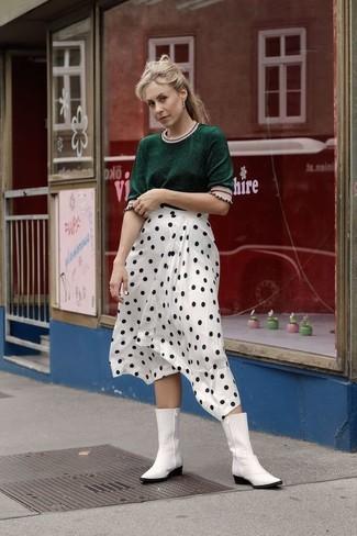 Weiße Cowboystiefel aus Leder kombinieren für Frühling 2020: Um einen perfekten Freizeit-Look zu erzielen, sind ein dunkelgrüner Kurzarmpullover und ein weißer und schwarzer gepunkteter Midirock ganz hervorragend geeignet. Fühlen Sie sich ideenreich? Vervollständigen Sie Ihr Outfit mit weißen Cowboystiefeln aus Leder. Dieser Look eignet sich sehr gut für den Frühling.