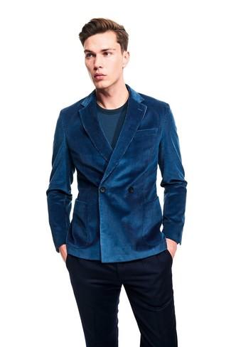 Wie kombinieren: dunkeltürkises Zweireiher-Sakko aus Cord, dunkeltürkises Langarmshirt, dunkelblaue Anzughose