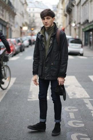 Wie kombinieren: schwarze Feldjacke, olivgrüne ärmellose Jacke, graues T-Shirt mit einem Rundhalsausschnitt, schwarze enge Jeans