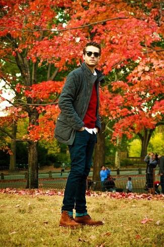 roter Pullover mit einem Rundhalsausschnitt von Anvil