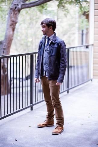 Strickjacke kombinieren – 500+ Herren Outfits: Paaren Sie eine Strickjacke mit beige Jeans, um mühelos alles zu meistern, was auch immer der Tag bringen mag. Fügen Sie eine beige Lederfreizeitstiefel für ein unmittelbares Style-Upgrade zu Ihrem Look hinzu.