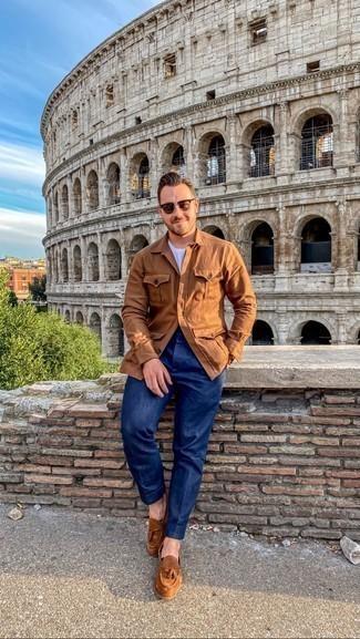 Olivgrüne Sonnenbrille kombinieren – 1200+ Herren Outfits: Eine rotbraune Feldjacke und eine olivgrüne Sonnenbrille sind eine perfekte Outfit-Formel für Ihre Sammlung. Komplettieren Sie Ihr Outfit mit braunen Wildleder Slippern mit Quasten, um Ihr Modebewusstsein zu zeigen.