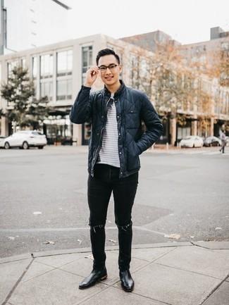 Schwarze Jeans mit Destroyed-Effekten kombinieren: trends 2020: Entscheiden Sie sich für eine dunkelblaue gesteppte Feldjacke und schwarzen Jeans mit Destroyed-Effekten für einen entspannten Wochenend-Look. Fühlen Sie sich ideenreich? Wählen Sie schwarzen Chelsea Boots aus Leder.