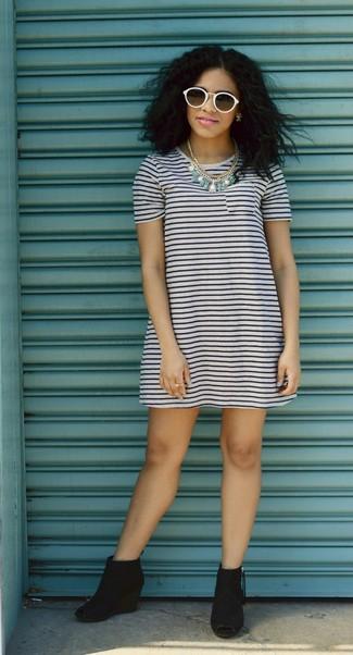 136fb58205b0 Weißes und blaues horizontal gestreiftes Kleid kombinieren (66 ...