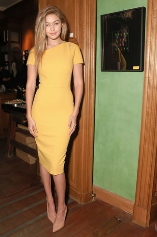 Wie gelbes Kleid mit hellbeige Schuhe zu kombinieren (52