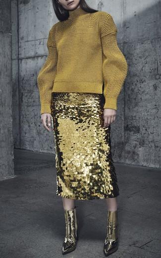 Wie kombinieren: goldener Wollrollkragenpullover, goldener Paillette Bleistiftrock, goldene Leder Stiefeletten