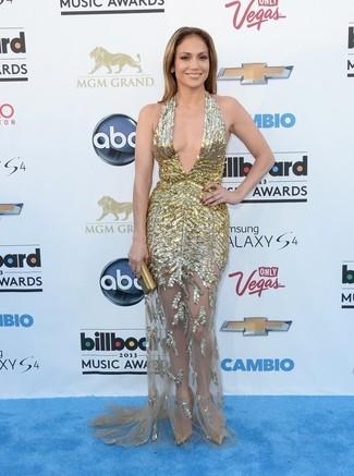 Jennifer Lopez trägt Goldenes Ballkleid, Goldene Leder Pumps, Goldene Clutch