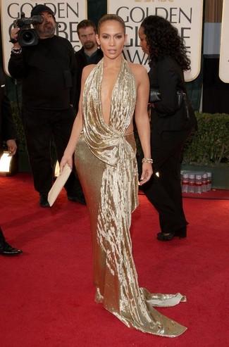 Jennifer Lopez trägt Goldenes Ballkleid, Hellbeige Leder Clutch, Goldenes Armband