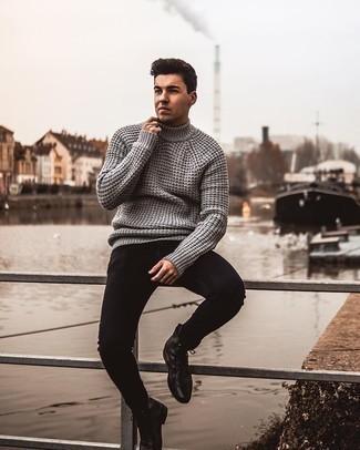 Schwarze enge Jeans kombinieren – 500+ Herren Outfits: Für ein bequemes Couch-Outfit, kombinieren Sie einen grauen Strick Wollrollkragenpullover mit schwarzen engen Jeans. Eine schwarze Lederfreizeitstiefel bringen klassische Ästhetik zum Ensemble.