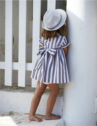 Wie kombinieren: graues Kleid, weißer Hut
