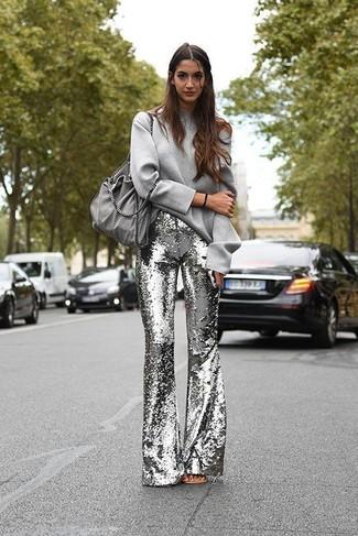 Kombinieren Sie ein graues sweatshirts von KIOMI mit einer silbernen schlaghose aus paillette für ein Alltagsoutfit, das Charakter und Persönlichkeit ausstrahlt.