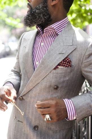 30 Jährige: Lila vertikal gestreiftes Businesshemd kombinieren – 26 Herren Outfits: Kombinieren Sie ein lila vertikal gestreiftes Businesshemd mit einem grauen Zweireiher-Sakko für eine klassischen und verfeinerte Silhouette.
