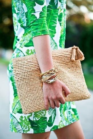 Entscheiden Sie sich für ein grünes gerade geschnittenes Kleid, um einen lockeren, aber dennoch stylischen Look zu erhalten.