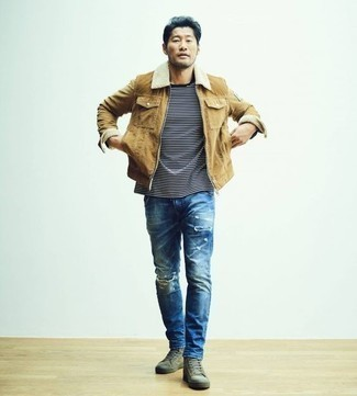 Herren Outfits & Modetrends 2020: lässige Outfits: Eine beige Harrington-Jacke aus Cord und blaue Jeans mit Destroyed-Effekten sind eine großartige Outfit-Formel für Ihre Sammlung. Olivgrüne hohe Sneakers aus Segeltuch sind eine perfekte Wahl, um dieses Outfit zu vervollständigen.