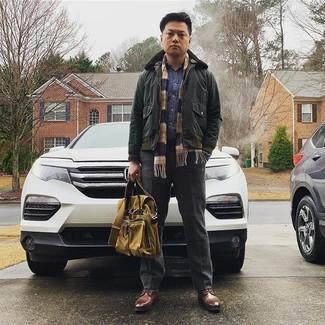 Dunkelblaues Jeanshemd kombinieren: trends 2020: Entscheiden Sie sich für ein dunkelblaues Jeanshemd und eine dunkelgraue Wollanzughose, um vor Klasse und Perfektion zu strotzen. Schalten Sie Ihren Kleidungsbestienmodus an und machen braunen Leder Derby Schuhe zu Ihrer Schuhwerkwahl.