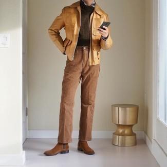 Herbst Outfits Herren 2020: Tragen Sie eine beige Harrington-Jacke und eine beige Chinohose für ein Alltagsoutfit, das Charakter und Persönlichkeit ausstrahlt. Fühlen Sie sich mutig? Vervollständigen Sie Ihr Outfit mit braunen Chelsea Boots aus Wildleder. Mehr braucht ein Übergangs-Outfit nicht!