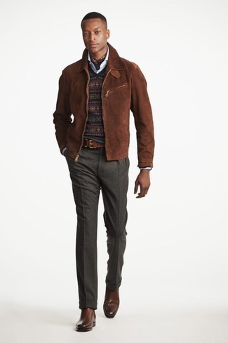 Wie dunkelbraune Harrington-Jacke aus Wildleder mit grauer Wollanzughose zu kombinieren: trends 2020: Paaren Sie eine dunkelbraune Harrington-Jacke aus Wildleder mit einer grauen Wollanzughose, um vor Klasse und Perfektion zu strotzen. Braune Chelsea Boots aus Leder sind eine kluge Wahl, um dieses Outfit zu vervollständigen.