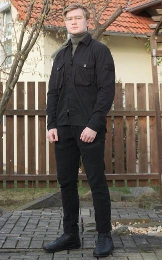 Herren Outfits 2020: Kombinieren Sie eine schwarze Harrington-Jacke mit schwarzen Jeans, um mühelos alles zu meistern, was auch immer der Tag bringen mag. Suchen Sie nach leichtem Schuhwerk? Ergänzen Sie Ihr Outfit mit schwarzen hohen Sneakers aus Leder für den Tag.