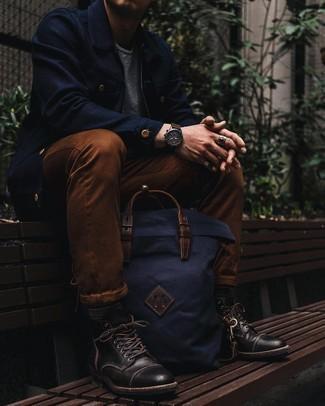 Graue Socken mit Norwegermuster kombinieren – 5 Herren Outfits: Für ein bequemes Couch-Outfit, vereinigen Sie eine dunkelblaue Harrington-Jacke mit grauen Socken mit Norwegermuster. Fühlen Sie sich ideenreich? Komplettieren Sie Ihr Outfit mit einer schwarzen Lederfreizeitstiefeln.