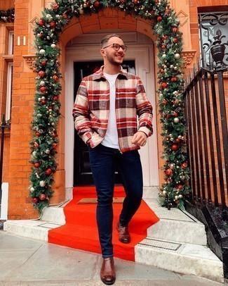 Mehrfarbige Harrington-Jacke kombinieren – 14 Herren Outfits: Vereinigen Sie eine mehrfarbige Harrington-Jacke mit dunkelblauen engen Jeans für ein sonntägliches Mittagessen mit Freunden. Fühlen Sie sich mutig? Wählen Sie braunen Chelsea Boots aus Leder.