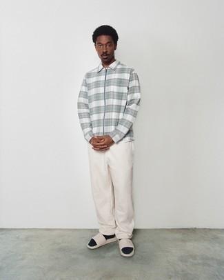 Sandalen kombinieren – 708+ Herren Outfits: Paaren Sie eine weiße Harrington-Jacke mit Schottenmuster mit einer hellbeige Chinohose für ein Alltagsoutfit, das Charakter und Persönlichkeit ausstrahlt. Fühlen Sie sich ideenreich? Ergänzen Sie Ihr Outfit mit Sandalen.