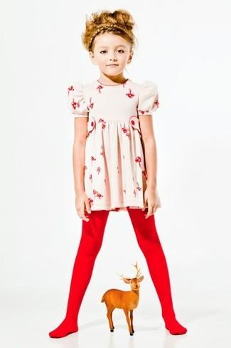Wie kombinieren: hellbeige Kleid mit Blumenmuster, rote Strumpfhose