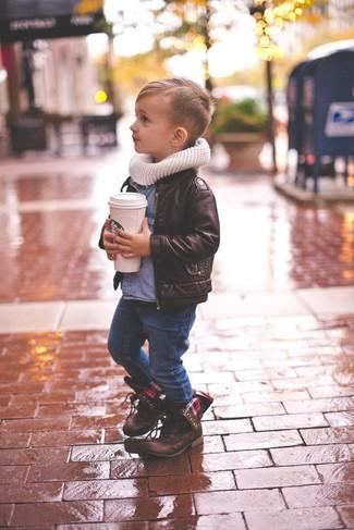 Wie kombinieren: dunkelbraune Lederjacke, blaues Jeanslangarmhemd, dunkelblaue Jeans, dunkelbraune Stiefel