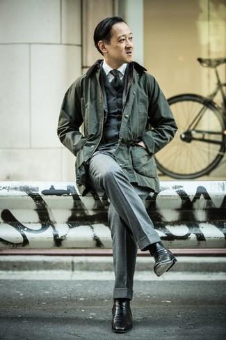 Schwarze Chelsea-Stiefel aus Leder kombinieren: Kombinieren Sie eine dunkelgrüne Jacke mit einer Kentkragen und Knöpfen mit einem grauen Dreiteiler, um vor Klasse und Perfektion zu strotzen. Schwarze Chelsea-Stiefel aus Leder sind eine ideale Wahl, um dieses Outfit zu vervollständigen.
