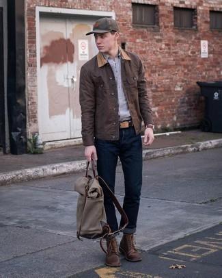 Braune Baseballkappe kombinieren – 153 Herren Outfits: Entscheiden Sie sich für Komfort in einer dunkelbraunen Jacke mit einer Kentkragen und Knöpfen und einer braunen Baseballkappe. Fühlen Sie sich ideenreich? Vervollständigen Sie Ihr Outfit mit einer dunkelbraunen Lederfreizeitstiefeln.