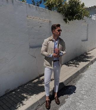 Dunkelbraunen Ledergürtel kombinieren – 500+ Herren Outfits: Eine hellbeige Jacke mit einer Kentkragen und Knöpfen und ein dunkelbrauner Ledergürtel sind das Outfit Ihrer Wahl für faule Tage. Fühlen Sie sich ideenreich? Komplettieren Sie Ihr Outfit mit dunkelbraunen Monks aus Leder.